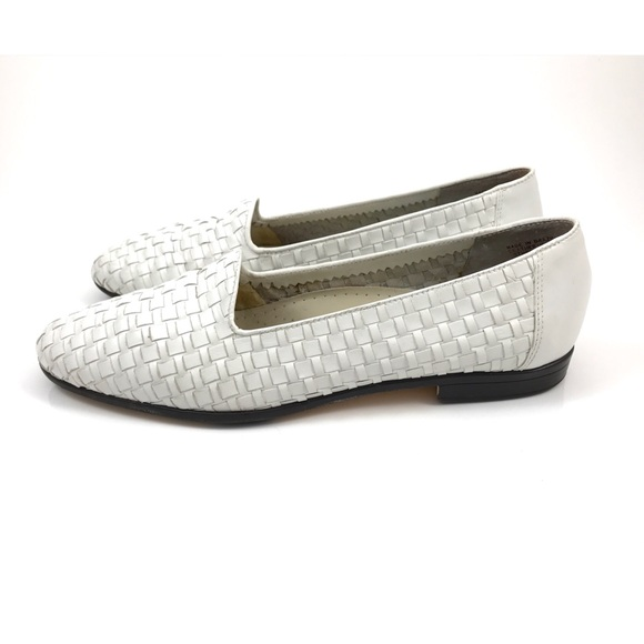 44207ab0a49bc Vintage TROTTERS white woven leather loafer flats